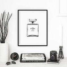 Minimalist CHANEL N5 fashion print. Instant by Printstants on Etsy