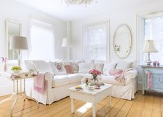 Jo-Anne Coletti's Shabby decorating tips. This is the couch I want!