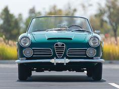 RM Sotheby's - 1963 Alfa Romeo 2600 Spider by Touring Alfa Romeo Spider, Alfa Romeo Cars, Vintage Cars, Antique Cars, Pretty Cars, Cabriolet, Classic Italian, Italian Style, Sport Cars