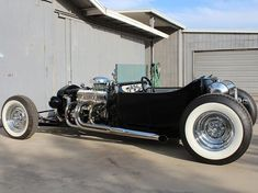 Period Perfect Ford T bucket. Hot Rod Trucks, Lifted Ford Trucks, Chevrolet Trucks, Big Trucks, Cool Old Cars, Ford Roadster, Traditional Hot Rod, T Bucket, Street Rods