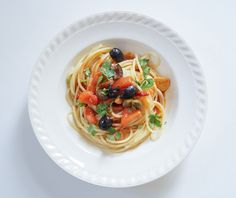 Pasta alla puttanesca kukbuk Kitchen Stories, Spaghetti, Vegetarian, Pasta, Ethnic Recipes, Homemade Food, Noodles, Noodle, Ranch Pasta