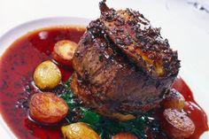Fillet steak with red wine. Closeup of overhead view of fillet steak in red wine , Fillet Steak Recipes, Filet Mignon Steak, Wine Sauce, Simply Recipes, Sauce Recipes, Pot Roast, Red Wine, Catering, Foodies