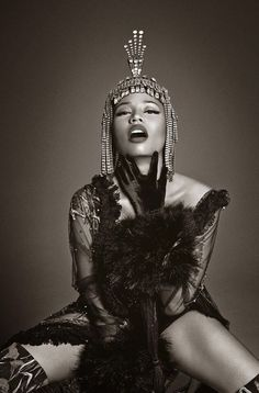 With The PinkPrint coming out next week Nicki Minaj is ending the year with a bang. She is giving us High Fashion for the Gods in the newest issue of Vogue Italia. The Fashion spread was shot byFrancesco Carrozzini and The Queen of Rap shows us yet again why she won't be dethroned any time …