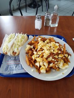 Restaurant chez Dan Saint-Luc (Québec) Poutine, Restaurant, Saint, Pasta Salad, Ethnic Recipes, Food, Crab Pasta Salad, Eten, Restaurants