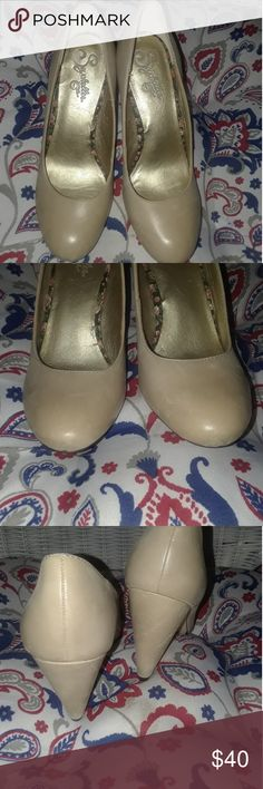 Seychelles heels Cute tan colored heels from anthropologie....4 inch heel euc Seychelles Shoes Heels