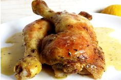 Cette recette de cuisses de poulet rôties à l'ail est une recette simples et délicieuse. Est faite avec herbes aromatiques, citron et ail. Essayez!