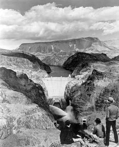 Hoover Dam build photos reveal the wonder of human invention Us History, American History, Hoover Dam Construction, Great Photos, Old Photos, Rare Historical Photos, Lake Mead, History Magazine, Brutalist
