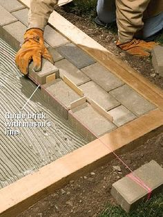 How to Lay a Mortared Brick Patio A beautiful patio is within your reach. With our help, you'll learn where and how to start laying bricks for a mortared brick patio. Patio Diy, Patio Wall, Pergola Patio, Backyard Patio, Backyard Landscaping, Awning Patio, Diy Concrete Patio, Patio Steps, Small Pergola