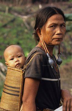 DAYAK, MALAYSIA. Sarawak, Borneo, South East Asia.| Dayak, 'Kenyah', woman and child in papoose.  | © Nigel Dickson