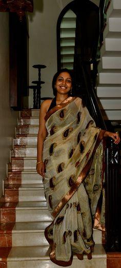 Tissue saree with velvet work Indian Blouse, Indian Wear, Soft Silk Sarees, Cotton Saree, Indian Dresses, Indian Outfits, Kasavu Saree, South Indian Sarees, Saree Blouse Patterns