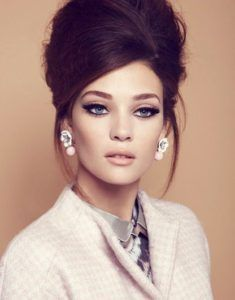 Vintage Hairstyles Retro - Here you can find some vintage makeup ideas and also great retro hairstyles. 2015 Hairstyles, Retro Hairstyles, Halloween Hairstyles, Short Hairstyles, Hairstyles Pictures, Bridal Hairstyles, Elegant Hairstyles, Fashion Hairstyles, Beehive Hairstyles