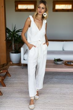 Linen Pants Outfit, Summer Pants Outfits, Spring Outfits, Summer Minimalist, Minimalist Chic, Off White, Outfit Trends, Mode Outfits, Girly Outfits
