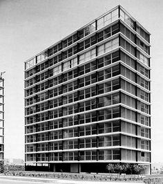 Mid Century Modernism in Mexico & Detroit Vintage Architecture, Interior Architecture, Arch Building, Design Thinking Process, México City, International Style, Built Environment, Window Design, Skyscraper