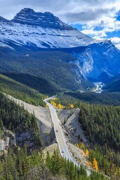 De Icefields Parkway bij Banff National Park in Canada. Een droomroute met je huurauto! Meer reisinspiratie vind je op https://blog.sunnycars.nl/tag/canada/