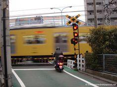 Un train qui passe à Tokyo http://www.apprendrelejaponais.net/photos/?p=37
