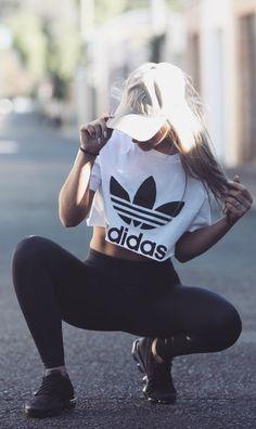 La moda va de acuerdo a la tendencia, por eso, esta se adecua siempre al tiempo al que vivimos y hoy en día es la moda fit. #gymoutfits #womensfashionideas #fitnessoutfits
