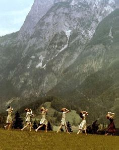 Title: SOUND OF MUSIC, THE ¥ Year: 1965 ¥ Dir: WISE, ROBERT ¥ Ref: SOU001CV ¥ Credit: [ 20TH CENTURY FOX / THE KOBAL COLLECTION ]