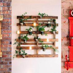 Sofás, camas e mesas DIY com a estrutura de madeira são descolados e sustentáveis ao mesmo tempo. Por Mirela Mazzola