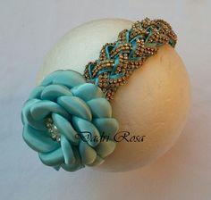 Arco todo revestido com manta de strass, flor de cetim azul Tifany