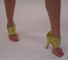 Weird And Funny Shoes High Heels Boots, High Shoes, Shoe Boots, Shoes Heels, Gold Shoes, Weird Fashion, Fashion Shoes, High Fashion, Funky Fashion