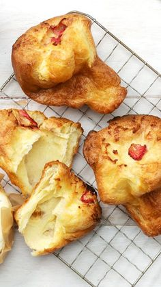 Popovers With Strawberry Compote
