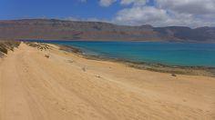 Wer nach Ruhe und Entspannung sucht, wird auf der kleinsten bewohnten Insel der #Kanaren fündig. Die #Insel #LaGraciosa eignet sich hervorragend für Tagesausflüge, zum #Wandern oder für einen #Strand Tag. Erfahre mehr über unseren Tagesausflug: http://www.namida-magazin.de/2016/08/la-graciosa-tagesausflug.html #canaryislands