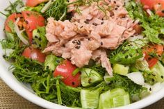Try these varied, satisfying options to keep up your healthy habit. Cucumber Salad, Cobb Salad, Salad Recipes, Healthy Recipes, Calories, Seaweed Salad, Healthy Habits, The Cure, Healthy Living