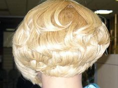 Blonde Bobs, Blonde Hair, Sexy Bob Haircut, Beautiful Haircuts, Extreme Hair, Platinum Hair, Bowl Cut, Hair Brush, Bob Hairstyles