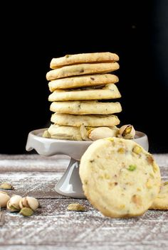 Cardamom biscuits with pistachios Bite Size Snacks, Cake & Co, Fabulous Foods, Cake Cookies, Christmas Baking, No Bake Cake, Cookie Recipes, Bakery, Brunch