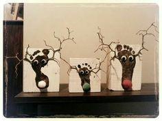 Kerstkaart rendier Kerstkaart rendier K. Popular Christmas Songs, Christmas Crafts For Kids, Xmas Crafts, Little Christmas, Christmas Time, Fun Crafts, Christmas Gifts, Christmas Decorations, Reindeer Craft