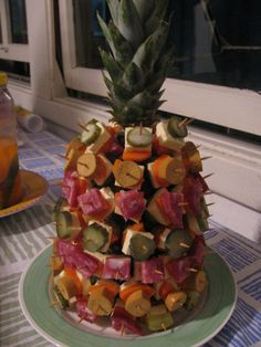 abacaxi aperitivo dicas passo passo 9 Holiday Appetizers, Appetizer Recipes, Rainbow Salad, Yummy Food, Tasty, Food Displays, Luau Party, Food Presentation, Food Art