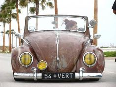 Classic Car News Vw Bugs, Volkswagen Bus, Vw Camper, Carros Retro, Beetle Convertible, Vw Vintage, Best Muscle Cars, Vw Beetles, Cool Cars