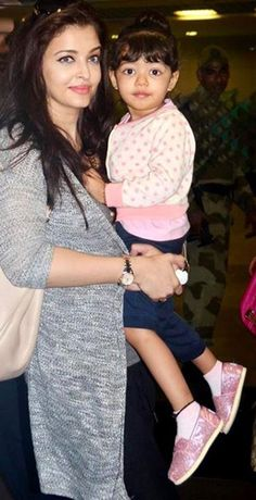 Pics - Aaradhya is already a little lady http://ndtv.in/193NIbM