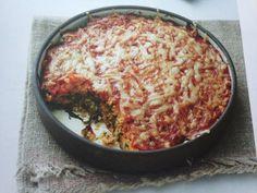 Gratin de couscous aux blettes et à la tomate.  INGREDIENTS: 250 ml de bouillon de poulet 200g de couscous 15g de beurre 160g de blettes 400g de purée de tomate en conserve 60g de gruyère râpé  PREPARATION: Préchauffez le four à 200°C. Huilez un plat à gratin d'une contenance d'1L. Nettoyer les blettes et coupez les en fines lanières. Dans une cocotte, portez le bouillon à ébullition. Retirez du feu, puis ajoutez le couscous et le beurre. Couvez et laissez gonfler 5 min environ, en décollant…