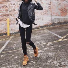 leather jacket + timberlands Más #timberlandoutfits