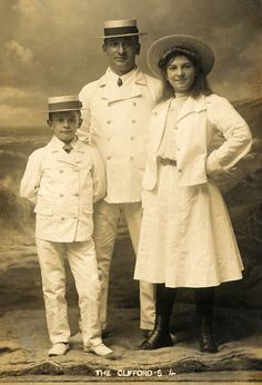 +~+~ Antique Photograph ~+~+  The Clifford Family ~ Seaside portrait
