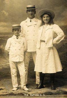 +~+~ Antique Photograph ~+~+  The Clifford Family ~ Seaside portrait