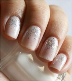 Simple and sweet: ombre glitter nails.