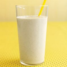 Lean protein from milk and yogurt gives energy; soluble fiber from oats and banana boosts heart health.