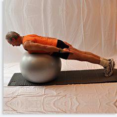 Ball-Balance in Bauchlage