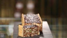 Γλυκό σαλάμι με σοκολάτα γάλακτος από τον Στέλιο Παρλιάρο και τις «Γλυκές Αλχημείες!! Greek Recipes, Delicious Desserts, Caramel, Deserts, Sweets, Food, Tarts, Fresh, Gastronomia