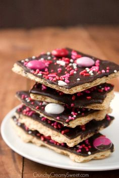 Valentine's Chocolate Bark recipe proves that homemade Valentine's Day treats for kids don't have to be complicated. Little ones can help decorate this tasty and colorful treat | Recipe: Crunchy Creamy Sweet