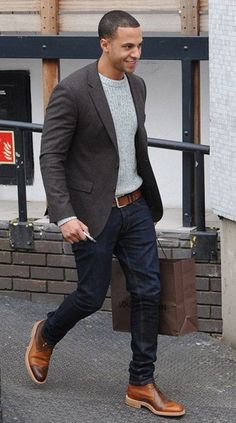 Gray jacket, light gray sweater, dark jeans, and brown belt/brogues for a dapper look. Fashion Mode, Look Fashion, Fashion Ideas, Fast Fashion, Trendy Fashion, Men's Casual Fashion, Fashion Outfits, Fashion Belts, Fashion Updates