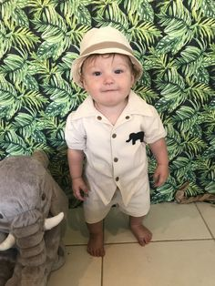 First birthday Simple 1st Birthday Party Boy, Jungle Theme Birthday, Safari Birthday Party, Birthday Party Outfits, Baby Boy Birthday, Boy Birthday Parties, Jungle Party, Safari Theme, Jungle Safari