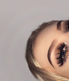 Eye-catching 100 Light Prom Makeups To Try - Prom Makeup Navy Kiss Makeup, Prom Makeup, Eyebrow Makeup, Makeup On Fleek, Hair Makeup, Eyeshadow Makeup, Pretty Makeup, Love Makeup, Makeup Inspo