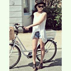 PRIVATSACHEN #privatsachen #coconcommerz #hamburg #eppendorf #lagenlook #layeredlook #fashion #design #mode #kunst #art #eco #sustainable #natural #handdyed #linen #silk #cotton #ootd #outfitoftheday #summeroutfit #dress #summerdress #streetstyle #streetfashion #summer #sun #sunglasses #ECOFASHION
