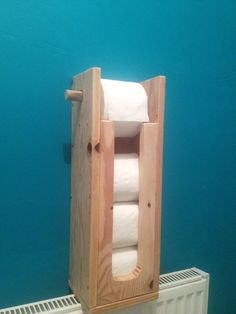 Beautiful DIY Toilet Paper Holder - Have you ever faced the situation where you wanted another toilet paper roll, but there was none present. This surely is a very difficult and embarras. Loo Roll Holders, Toilet Roll Holder, Woodworking Plans, Woodworking Projects, Wooden Toilet Paper Holder, Bois Diy, Rustic Bathrooms, Wooden Diy, Diy Paper