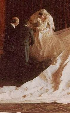 Candid shot of Diana at Buckingham Palace on her wedding day. Princess Diana And Charles, Princess Of Wales, Diana Wedding, Diana Spencer, Lady Diana, Buckingham Palace, Queen Of Hearts, The Crown, British Royals