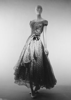 """""""Mexico"""" Dinner Dress. spring/summer 1953.House of Dior. Christian Dior. Vintage Dior, Vintage Gowns, Vintage Couture, Vintage Glamour, Vintage Outfits, Vintage Hats, Vintage Vogue, Christian Dior, Beautiful Gowns"""