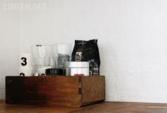 Laasti keittiön välitilassa - Maalipesu + saneerauslaasti + luja puolihimmeä maali.